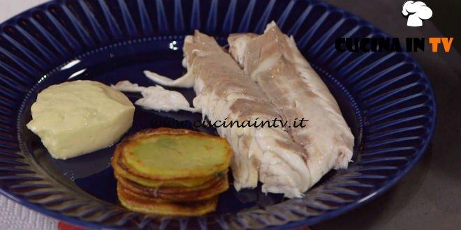 Ricette all'italiana - ricetta Spigola al sale con olive e tortini di patate di Anna Moroni