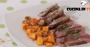 Ricette all'italiana - ricetta Tagliata di manzo alle erbe con caponata di mele di Anna Moroni