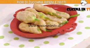 Ricette all'italiana - ricetta Fiori di zucca ripieni e fritti di Anna Moroni