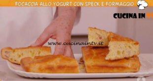 Ricette all'italiana - ricetta Focaccia allo yogurt con speck e formaggio di Anna Moroni