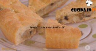 Ricette all'italiana - ricetta Focaccia ripiena di cipolle di Anna Moroni