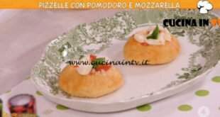 Ricette all'italiana - ricetta Pizzelle con pomodoro e mozzarella di Anna Moroni