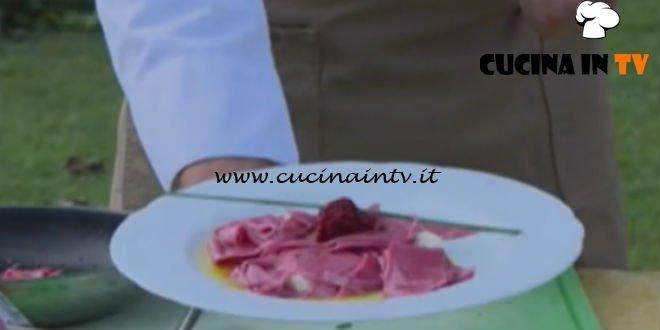 Geo - ricetta Maltagliati alle rape rosse e aromi dell'orto di Diego Scaramuzza