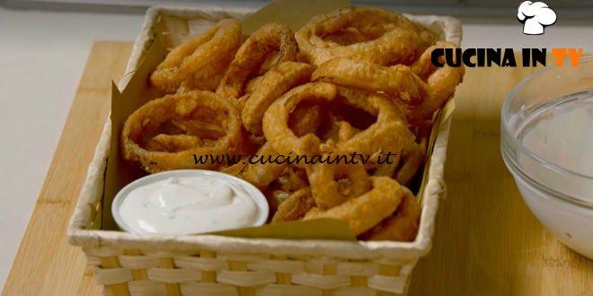 Fatto in casa per voi - ricetta Onion rings con salsa allo yogurt di Benedetta Rossi