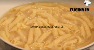 L'Italia a morsi - ricetta Garganelli in brodo di Chiara Maci