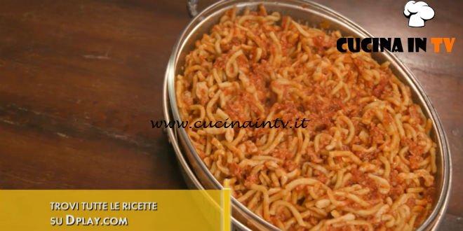 L'Italia a morsi - ricetta Ghiozzi al ragù di salsiccia di Chiara Maci