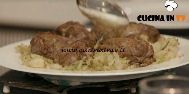 L'Italia a morsi - ricetta Guancette di maiale con verze sofegae di Chiara Maci