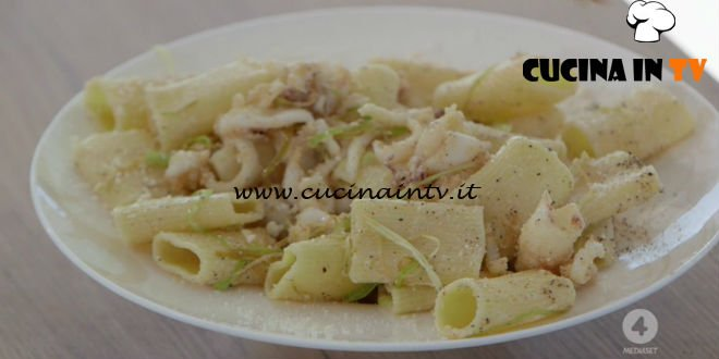 Ricette all'italiana - ricetta Paccheri cacio e pepe con calamari di Anna Moroni