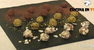 Cotto e mangiato - Tartufini amaretti e ricotta ricetta Tessa Gelisio