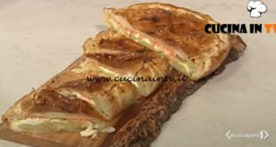 Cotto e mangiato - Torta salata con patate crescenza e trota affumicata ricetta Tessa Gelisio