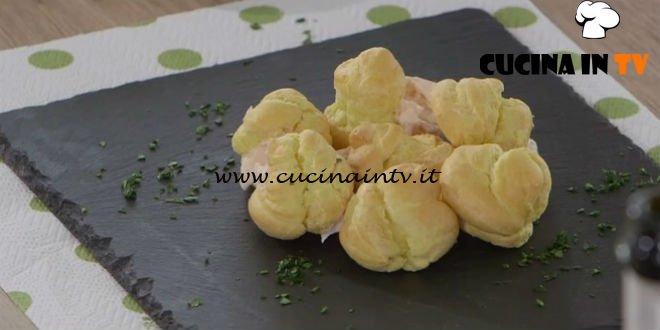 Ricette all'italiana - ricetta Bignè al salmone affumicato di Anna Moroni