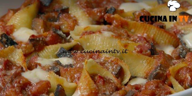 Fatto in casa per voi - ricetta Conchiglioni di pasta farciti di Benedetta Rossi