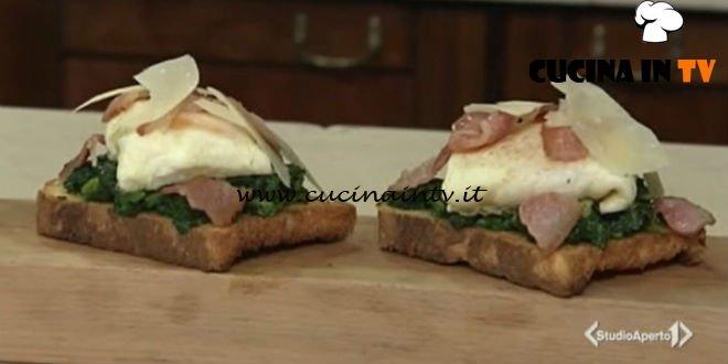 Cotto e mangiato - Crostini di cavolo nero e uova fagottino ricetta Tessa Gelisio