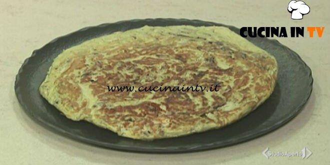 Cotto e mangiato - Frittata di pasta con mozzarella e radicchio ricetta Tessa Gelisio