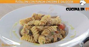 Ricette all'italiana - ricetta Fusilloni con funghi e salsiccia di Anna Moroni