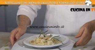 Ricette all'italiana - ricetta Tortiglioni con crema di cavolfiore e formaggio scoparolo di Anna Moroni