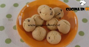 Ricette all'italiana - ricetta Biscotti con gocce di cioccolato di Anna Moroni