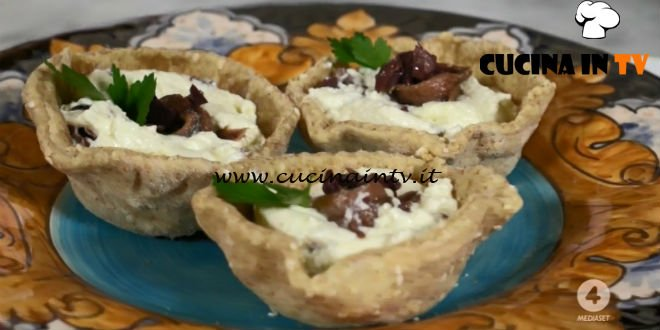 Ricette all'italiana - ricetta Cestini con olive e mousse di bufala di Anna Moroni