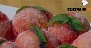 Fatto in casa per voi - ricetta Pesche dolci al cioccolato di Benedetta Rossi