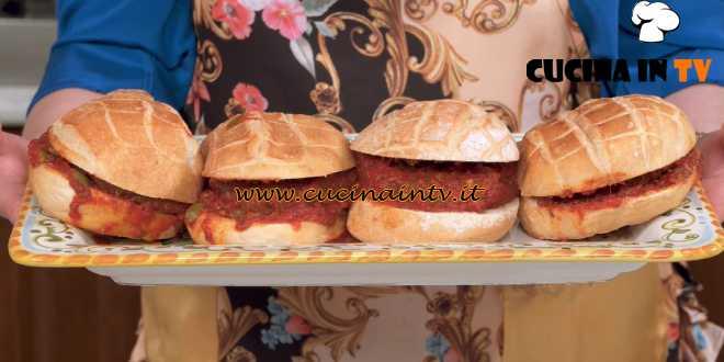 In cucina con Imma e Matteo - ricetta Bistecchine alla livornese