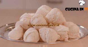 L'Italia a morsi - ricetta Meringhe con la panna di Chiara Maci