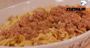 L'Italia a morsi - ricetta Tagliatelle al ragù di cortile di Chiara Maci