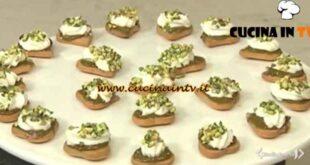 Cotto e mangiato - Mini delizie al pistacchio ricetta Tessa Gelisio