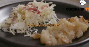 L'Italia a morsi - ricetta Patate rostide con cavolo cappuccio speck e mele di Chiara Maci