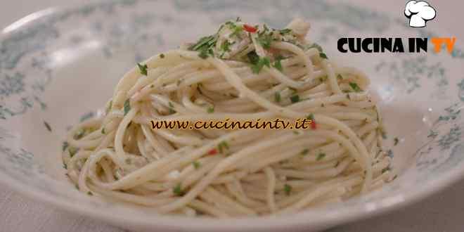 L'Italia a morsi - ricetta Spaghetti ai coltellacci di Chiara Maci