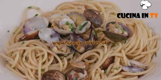 L'Italia a morsi - ricetta Spaghetti alle vongole di Chiara Maci