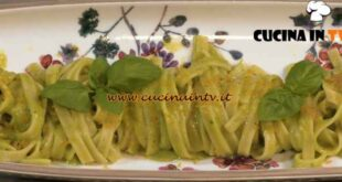 Una Macàra ai fornelli - ricetta Fettuccine con crema di zucchine e bottarga di Daniela Montinaro