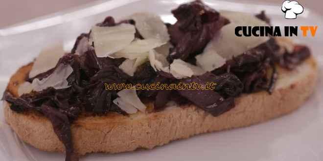 L'Italia a morsi - ricetta Crostino con radicchio rosso e Monte Veronese di Chiara Maci