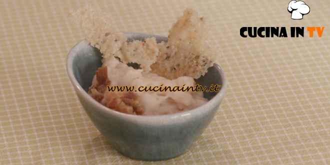 L'Italia a morsi - ricetta Panà con cialda di parmigiano e nocciole di Chiara Maci