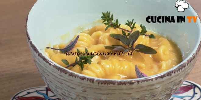 Una Macàra ai fornelli - ricetta Pasta con patate scampi e caciocavallo di Daniela Montinaro