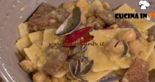 Una Macàra ai fornelli - ricetta Pasta e ceci di Daniela Montinaro