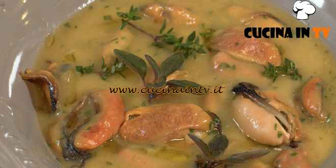 Una Macàra ai fornelli - ricetta Zuppa di cozze e patate di Daniela Montinaro