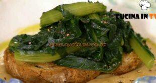 Giovani nonne - ricetta Crostone di pane con purè di fave e cicorie di Vittoria