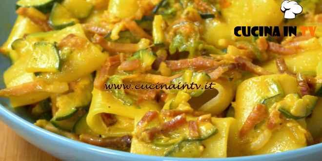 Fatto in casa per voi - ricetta Paccheri con fiori di zucca di Benedetta Rossi