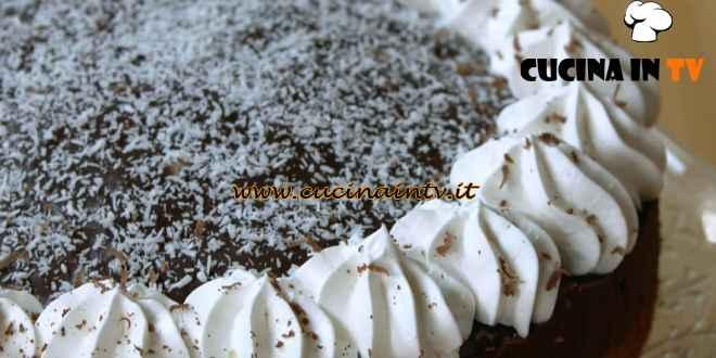 Fatto in casa per voi - ricetta Poke cake al cocco di Benedetta Rossi