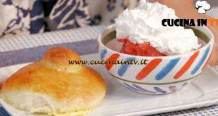 Giusina in cucina - ricetta Brioche con il tuppo e granita di fragole di Giusina Battaglia