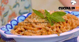 Giusina in cucina - ricetta Busiate al pesto trapanese di Giusina Battaglia