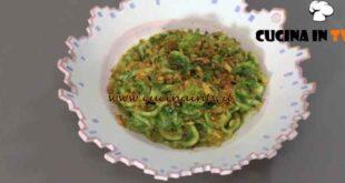 Giovani nonne - ricetta Orecchiette con cime di rapa e mollica fritta di Vittoria