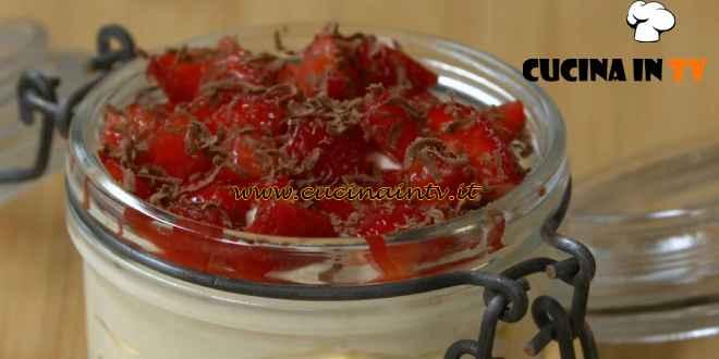 Fatto in casa per voi - ricetta Coppettine di crema chantilly e fragole di Benedetta Rossi