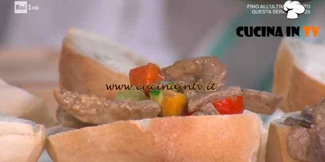 È sempre mezzogiorno - ricetta Straccetti di maiale con soia e zenzero di Antonella Ricci