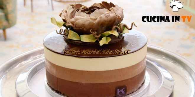 Bake Off Italia - ricetta Torta Mousse ai tre cioccolati di Ernst Knam